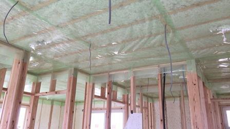 2階天井吹付断熱 (2)