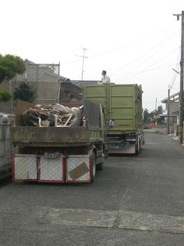 トラック2台