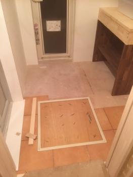 洗面所床タイル施工
