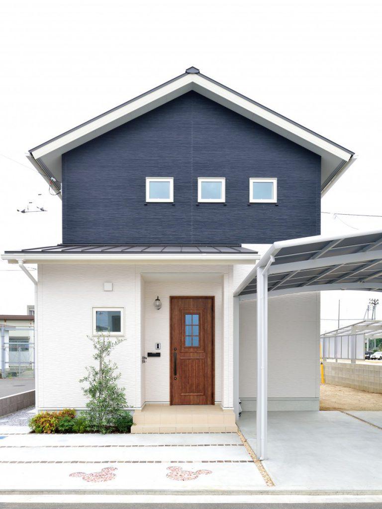 切妻屋根・ツートンカラーのかわいいお家イメージ1